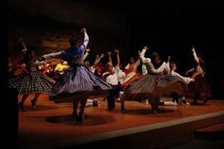BARBASTRO. Actuación de la asociación folclórica del Somontano (jueves, 12)