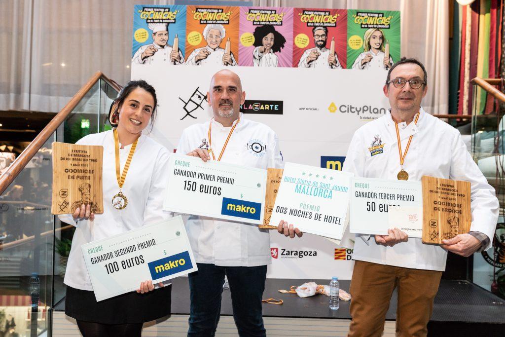 Finalistas y ganador (en el centro) del I Festival Cocinicas. FOTO: Xoel Burgués