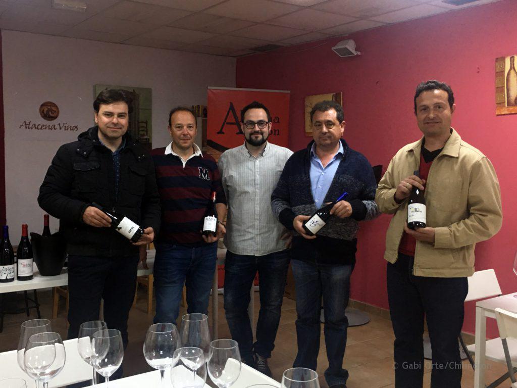 Representantes de Bodega Estrada Palacio, Colás Viticultores, Vinos Ignius y Más de Torubio, junto a Santiago Angulo, propietario de la distribuidora. FOTO: Gabi Orte / Chilindrón