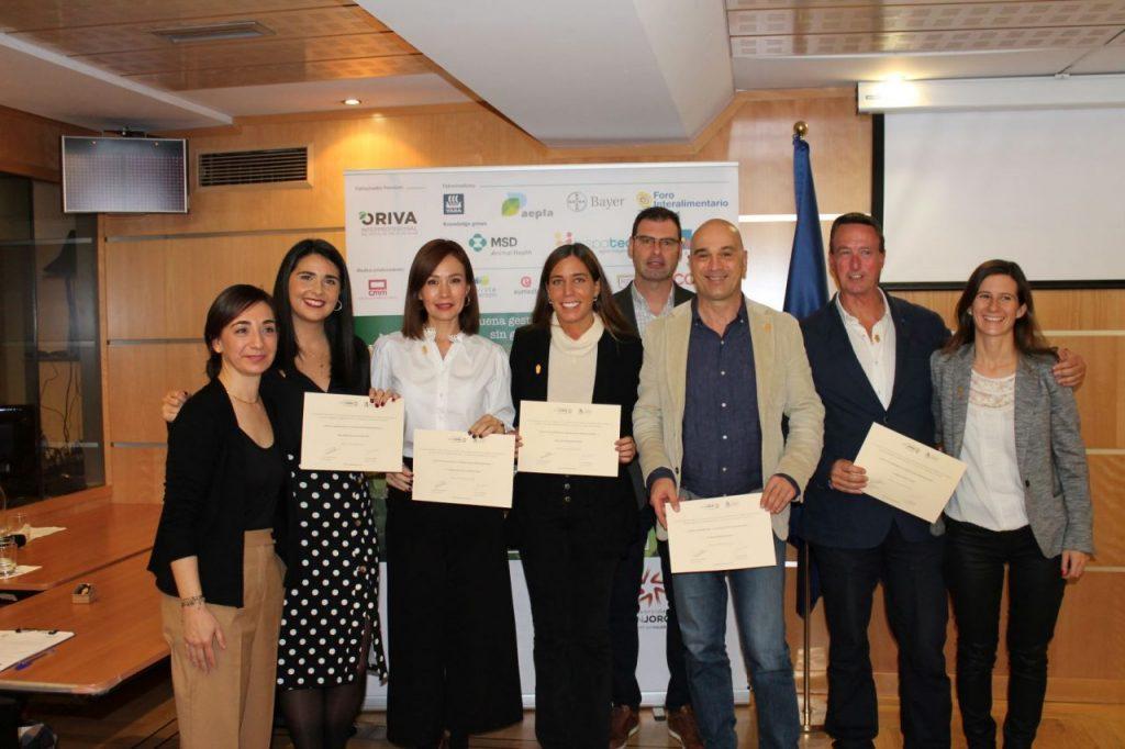Alumnos de la tercera edición con sus diplomas. FOTO: Cortesía de APAE.