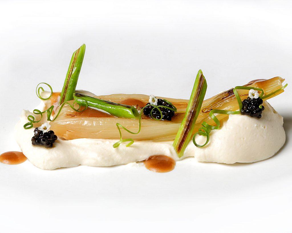 2019 certamen NOVODABO cebollas de mi huerta con coliflor y caviar persé