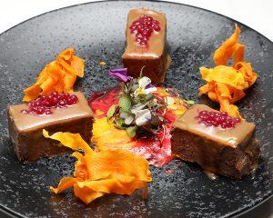 Lingote de ternera glaseado con boniato y remolacha - Celebris