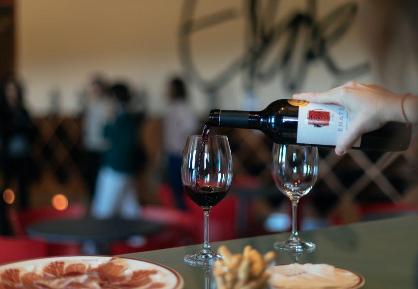 Cata de vino en Bodega Enate