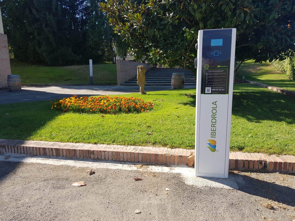 Bodega Pirineos Punto recarga para coches eléctricos_1
