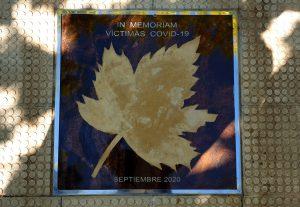 La placa recuerdo permanente en el Paseo de las Estrellas a las víctimas de la pandemia