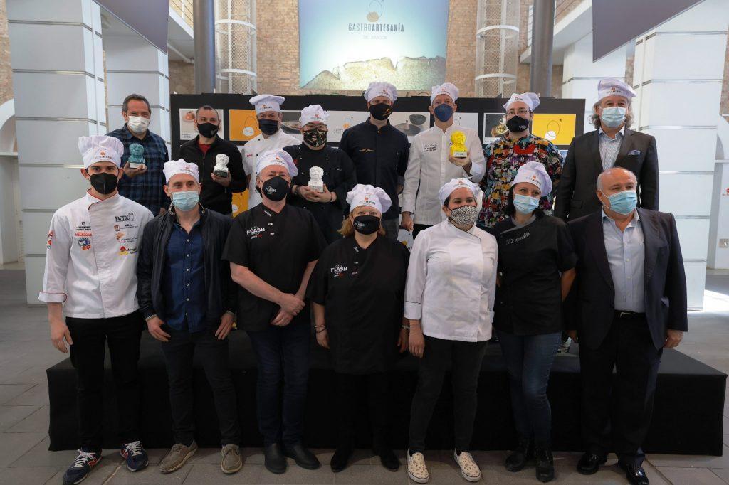 Representantes de los Gastrositios, con el reconocimiento que les entregó recientemente la Asociación de Artesanos de Aragón